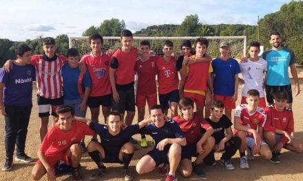 Partido de fútbol de ESO con la participación de los jugadores de Nàstic Genuine